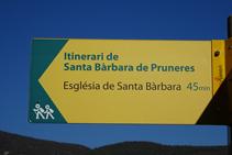 Indicador de l´itinerari a Santa Bàrbara de Pruneres.