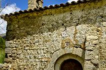 Porta d´entrada de l´església romànica de Santa Maria de Josa.