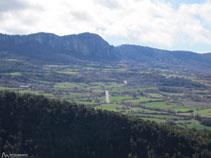 El Roc de Benavent i el port de Comiols.