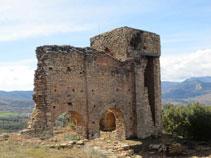 Ruïnes d´una torre del castell.