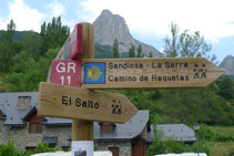 """Senyal indicador del camí cap a """"El Salto""""."""