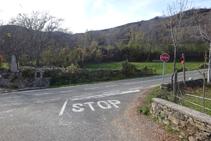 Sortim de Sorre i girem a la dreta, per la carretera LV-5223.