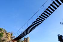 El pont penjant vist des del pas de l´Arítjol.
