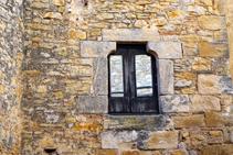 Detall d´una finestra al poble de Fonteta.
