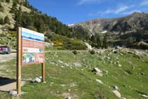 A l´aparcament hi ha un panell explicatiu que ens ofereix informació de la zona.