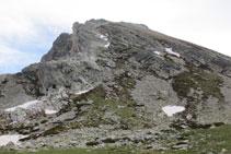 Vista de tota la cresta del Gra de Fajol, des de la base fins al cim.