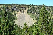 Les roques metamòrfiques s´erosionen formant tarteres.