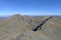 Carena que uneix el pic de l´Estanyó amb el pic de la Cabaneta (2.863m), la collada de Meners i el pic Serrera (2.913m).