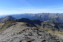 La carena de la serra de l´Estanyó (2.749m).