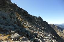 Superant l´últim tram del pendent pedregós abans de la cresta.