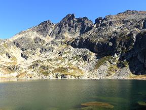 Estanys de Juclar i pic d�Escobes (2.779m)