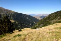 Vistes al SO: bosc de Moró i Turbón al fons.