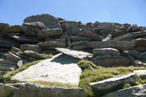 Enormes lloses de granit baixant de l´Alt del Griu.