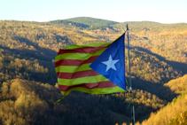 Bandera que hi ha penjada al punt més elevat de la Roca.