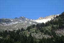 Pic i glacera de la Maladeta, centenars de metres per sobre del refugi de la Renclusa.