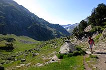 A poc a poc la vall s´obre i podem veure les muntanyes de la petita vall de l´Escaleta i de Barrancs.
