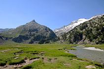 El pla o Plan d´Aigualluts, indret on el riu juga a buscar la millor manera de baixar vall avall.