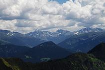 El pic d´Escobes i les muntanyes de les capçaleres de les valls de Ransol i d´Incles.