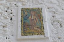 Ceràmica de Sant Onofre que hi ha just a sobre de la porta.