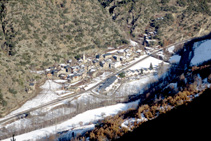 El poble d´Ainet de Besan des del mirador de les Fargues.