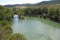 Vistes del riu Irati cap al S, un cop aquest ja ha superat tota la Foz de Lumbier.