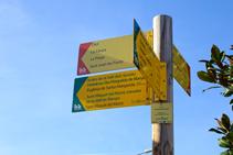 Pal indicador de l´inici de la ruta a l´Hostalnou de Bianya.