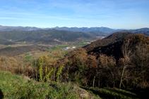 La vall de Bianya amb el Bassegoda al fons.