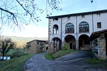 El Colomer, típica masia de la vall de Bianya.