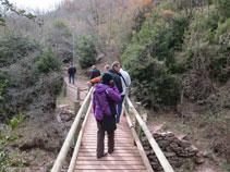 Durant el recorregut passem per diferents ponts de fusta.