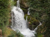 Una de les cascades de les Fonts del Llobregat.