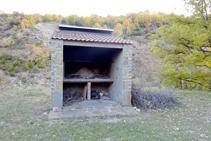 Barbacoa a l´àrea d´esbarjo del barranc de Miralles.
