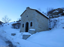 L´itinerari passa pel costat de la capella de la Mageta.