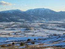 Vistes cap a les estacions d´esquí de la Molina i la Masella amb la Tosa d´Alp.