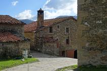 Detall de la xemeneia de la masia de Capdevila.