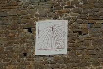 Rellotge de sol a l´església de Santa Maria de les Lloses.