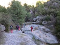 Saltem per creuar el barranc de Sant Pere i anar en direcció a la cova de la Serpent.