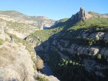 La Noguera Pallaresa al fons de la vall.