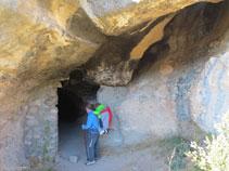 Entrant a la cova de la Serpent.