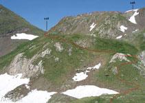 Des del coll al costat del Tuc Blanc descendim uns metres per arribar a la plana denominada Renadge d´en bas.