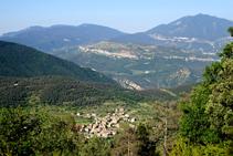 Sant Julià de Cerdanyola i els cingles de Vallcebre.