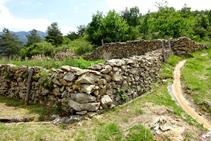 Horts i conreus arribant a Sant Julià de Cerdanyola.