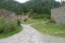 Agafem el camí que hi ha a la dreta del refugi de Bujaruelo.