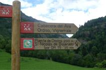Indicació del pont d´Oncins i Sant Nicolau de Bujaruelo.