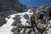 Amb neu la dificultat de la grimpada de la canal del Verdet augmenta.