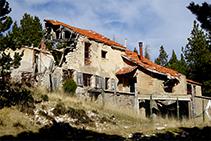 El refugi de la Bòfia en un lamentable estat ruinós.