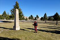 Monòlit en homenatge a Pauet Serra.