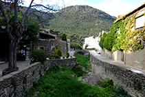 Ribera de la Selva arribant al poble de la Selva de Mar.