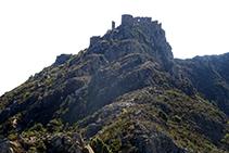 Carena que puja al castell de Verdera i el cim de Sant Salvador (forta de ruta).