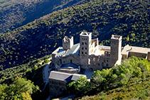 El monestir de Sant Pere de Rodes vist des del castell de Verdera (fora de ruta).
