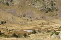 La pleta de Comapedrosa i la cabana de pastor.